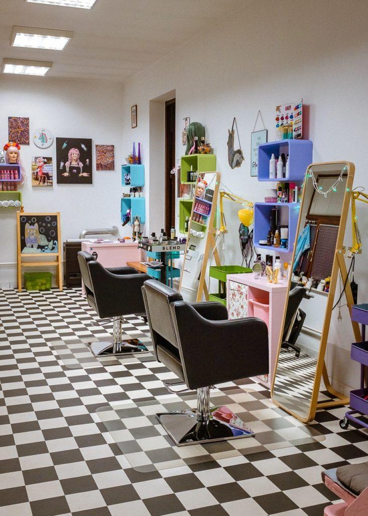 Farbaona - nove stolice u salonu