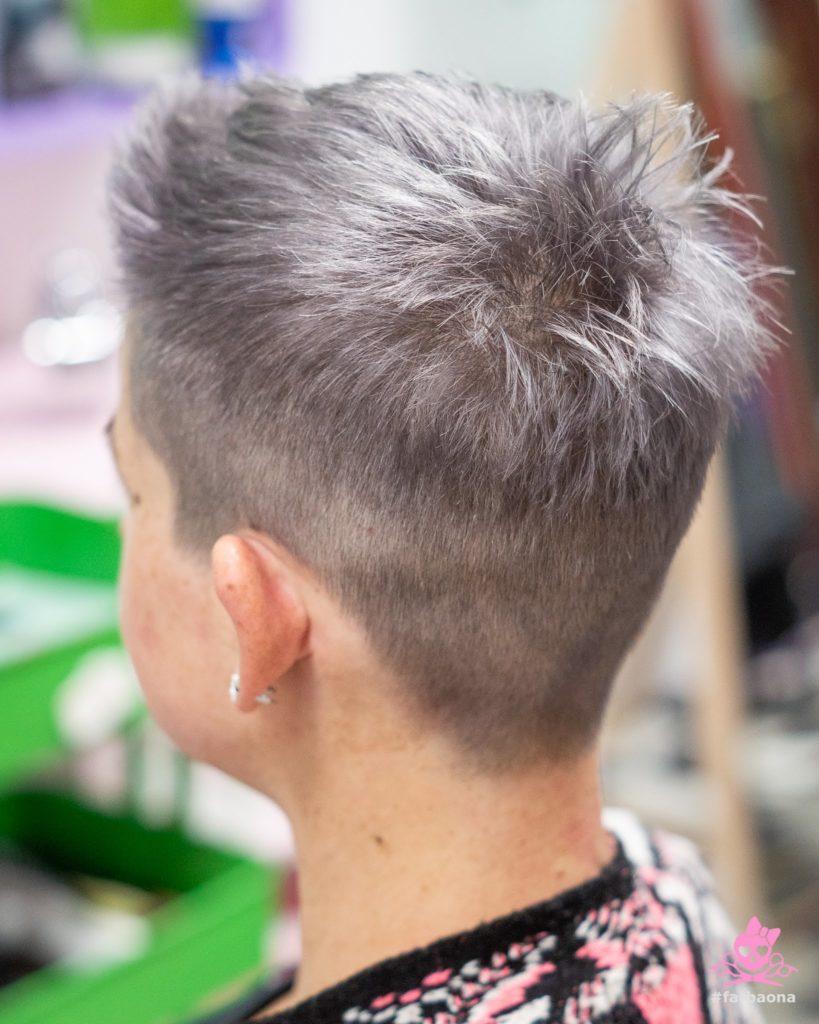 Kratka srebrna kosa